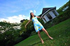 Menina feliz 2 no parque 1 Imagens de Stock Royalty Free