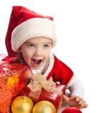 Menina feliz com as bolas e o chapéu das caixas de Natal do presente Imagens de Stock Royalty Free