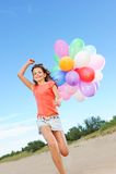 Menina feliz com balões fotografia de stock royalty free