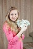 Menina feliz com os pacotes de dólares americanos Fotos de Stock