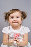 Menina feliz com pirulito Foto de Stock Royalty Free