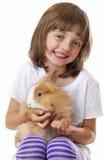 Menina feliz com um coelho do bebê Fotografia de Stock Royalty Free