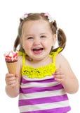 Menina feliz da criança que come o gelado Imagem de Stock