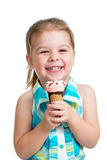 Menina feliz da criança que come o gelado no estúdio isolado Imagens de Stock Royalty Free