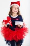 A menina feliz de Santa está guardando a caixa de presente fotografia de stock royalty free
