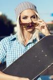 Menina feliz do skater Imagens de Stock Royalty Free