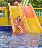 Menina feliz na corrediça de água Foto de Stock