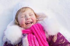 Menina feliz na neve fotografia de stock