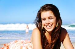Menina feliz na praia Fotos de Stock