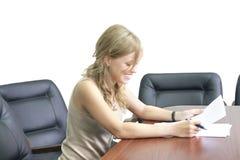 Menina feliz no escritório imagem de stock royalty free