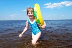 Menina feliz no mar Imagens de Stock