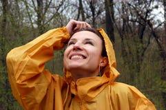 Menina feliz no raincoat Fotografia de Stock