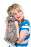 Menina feliz que abraça um coelho Imagens de Stock