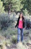 Menina feliz que anda na floresta fotografia de stock