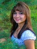Menina feliz que encontra-se nas folhas Imagem de Stock Royalty Free