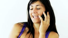 Menina feliz que fala no telefone video estoque