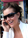 Menina feliz que fala sobre o telefone Foto de Stock Royalty Free