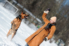 Menina feliz que joga com cão Imagem de Stock Royalty Free