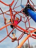 Menina feliz que joga no campo de jogos. Imagem de Stock Royalty Free
