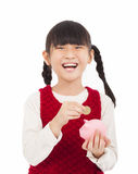 A menina feliz salvar o dinheiro com mealheiro Foto de Stock Royalty Free