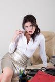 Menina flertando surpreendida no escritório Imagens de Stock
