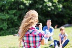 Menina fotografada no parque imagens de stock royalty free