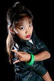 A menina fresca mostra o chifre dos dedos do pé Foto de Stock Royalty Free
