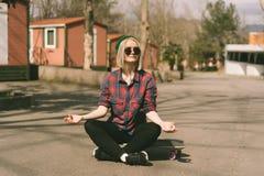 Menina funky urbana foto de stock royalty free