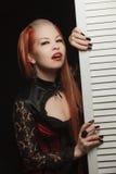 Menina gótico com placa branca Foto de Stock Royalty Free