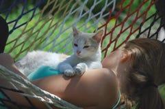 Menina & gatinho Foto de Stock Royalty Free