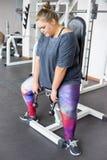 Menina gorda em um gym fotos de stock royalty free