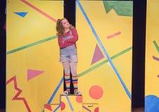 menina idosa de Onze-ano que está na fase no jogo da escola Imagens de Stock Royalty Free