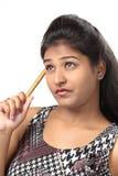 Menina indiana nova que levanta no estilo para o tiro do produto Fotografia de Stock Royalty Free