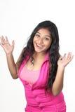 Menina indiana nova que levanta no estilo para o tiro do produto Imagens de Stock Royalty Free
