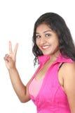 Menina indiana nova que levanta no estilo para o tiro do produto Imagem de Stock Royalty Free