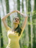 Menina indiana que meditating imagens de stock royalty free