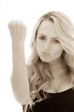 Menina irritada que agita seu punho apertado Imagens de Stock