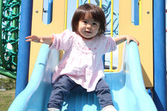 Menina japonesa na corrediça Fotografia de Stock Royalty Free