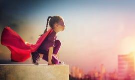 A menina joga o super-herói Fotografia de Stock Royalty Free