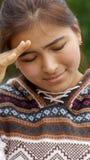 Menina latino-americano forçada triste foto de stock