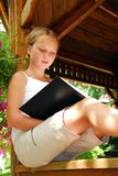 A menina leu o livro Fotos de Stock Royalty Free