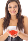 Menina lindo que prende flores vermelhas Fotos de Stock Royalty Free