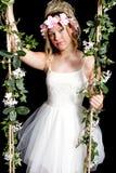 Menina loura adolescente - close-up no balanço - flores Imagem de Stock Royalty Free