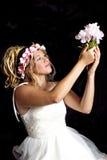 Menina loura adolescente sonhadora - vestido de partido - balanço Fotos de Stock Royalty Free