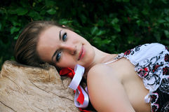Menina loura bonita com fitas coloridas Foto de Stock Royalty Free