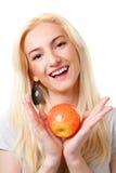 Menina loura bonita com maçã vermelha Imagens de Stock