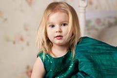 Menina loura bonita com olhos azuis Fotos de Stock