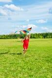 Menina loura bonita com papagaio Foto de Stock Royalty Free