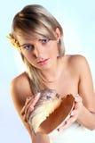 Menina loura bonita com um escudo Fotografia de Stock