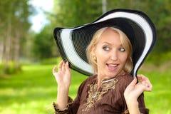 Menina loura bonita no tampão Imagem de Stock